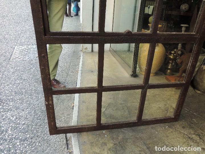 Antigüedades: PRECIOSO ESPEJO ANTIGUO DE HIERRO TIPO VENTANA MUY DECORATIVO - Foto 5 - 111174295