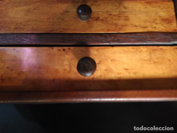 Antigüedades: PEQUEÑA COMODA SIGLO XIX JOYERO COSTURERO MADERA NOBLE TRES CAJONES PEQUEÑAS DIMENSIONES 24X18X18cm - Foto 4 - 216973318