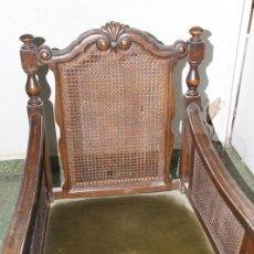 Antigüedades: ANTIGUA BUTACA EN MADERA. TAPIZADA. SILLÓN. AÑOS 60.. Lote 111237859