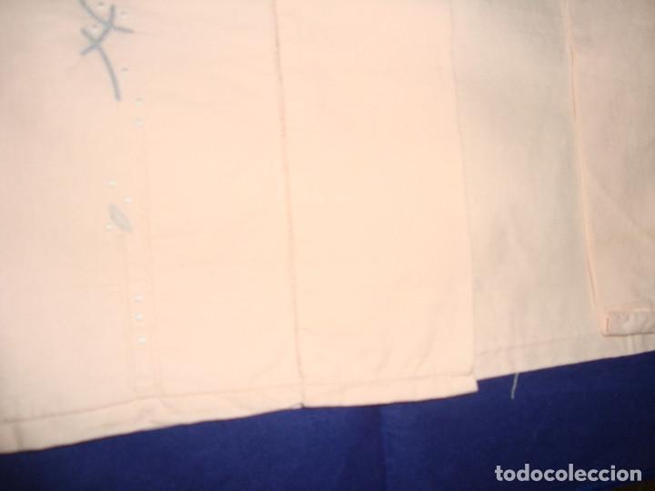 Antigüedades: ANTIGUA FUNDA DE ALMOHADA ROSA BORDADA CON BAINICA - Foto 5 - 111262671