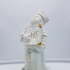 Antigüedades - Bella figura de monaguillo antigua art decó de porcelana Alemana blanca con ribete de oro, Jager . - 111274419