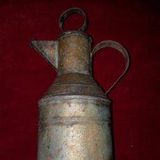 Antigüedades: ANTIGUA JARRA ACEITERA DE HOJALATERO. Lote 111283156