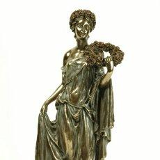 Antiques - ESPECTACULAR FIGURA ESCULTURA MUJER CON CORONA DE FLORES.EN RESINA VERONESE ITALIA Y PATINA BRONCE. - 111294314