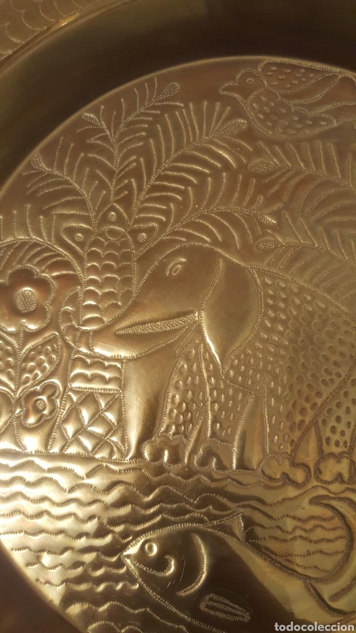BANDEJA DECORADA DE LA INDIA (Antigüedades - Hogar y Decoración - Bandejas Antiguas)