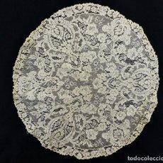 Antigüedades: 11055 PRECIOSO TRABAJO EN CIRCULAR DE ENCAJE DE APLICACIÓN SOBRE TUL BORDADA A MANO. 1890. Lote 111329731