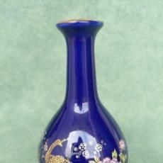 Antiguidades: PEQUEÑO JARRÓN DE PORCELANA AZUL COBALTO JAPONÉS. Lote 111332987