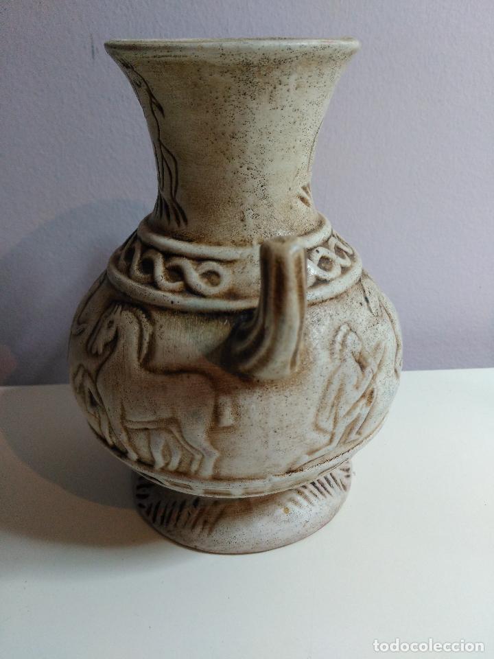 Antigüedades: JARRON O FLORERO DE CERAMICA. ESCENAS DE ROMANOS A CABALLOS. - Foto 4 - 220712268