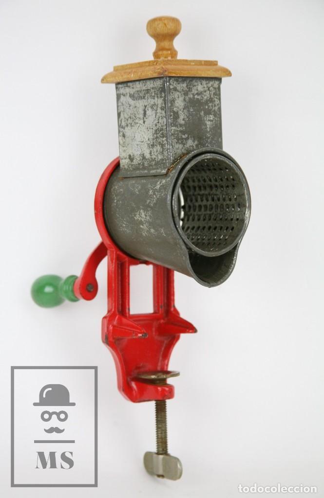 ANTIGUO RALLADOR DE PAN - ELMA 1444 - AÑOS 50 - MEDIDAS 7 X 14 X 28 CM (Antigüedades - Técnicas - Rústicas - Utensilios del Hogar)