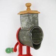 Antigüedades: ANTIGUO RALLADOR DE PAN - ELMA 1444 - AÑOS 50 - MEDIDAS 7 X 14 X 28 CM . Lote 111350299