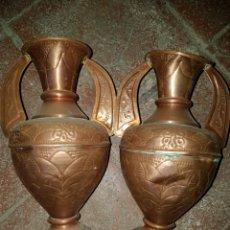 Antigüedades: ANTIGUA PAREJA DE JARRONES EN COBRE. Lote 111350919