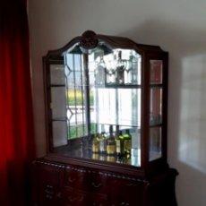 Antigüedades: VITRINA DE CRISTAL 2 CUERPOS EN MADERA MACIZA. Lote 111388163