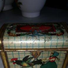 Antigüedades: CAJA DE CHAPA MUY ANTIGUA. Lote 111408434