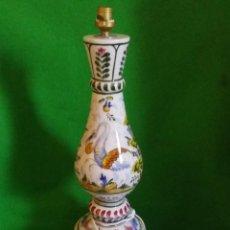Antigüedades: LAMPARA LA CARTUJA DE SEVILLA PICKMAN EN CERÁMICA CON MOTIVOS FLORALES. Lote 111421555
