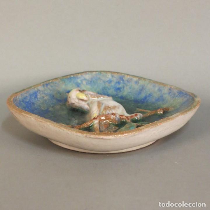 Antigüedades: Plato vintage de cerámica con relieve para pared de Majolika Karlsruhe. 1959 - Foto 3 - 111421847