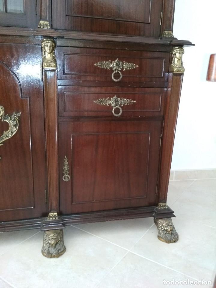 Antigüedades: mueble de salon con mucho bronce - Foto 2 - 111427971