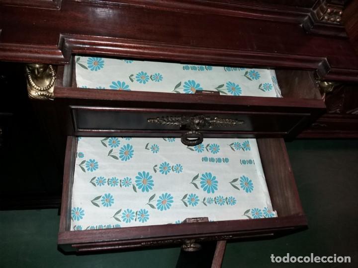 Antigüedades: mueble de salon con mucho bronce - Foto 3 - 111427971