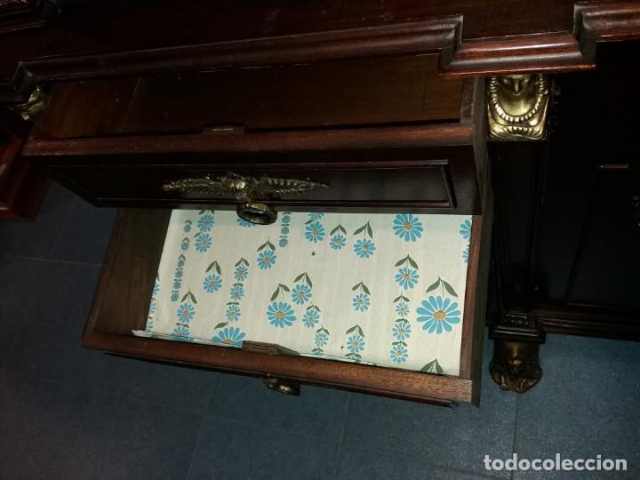 Antigüedades: mueble de salon con mucho bronce - Foto 4 - 111427971