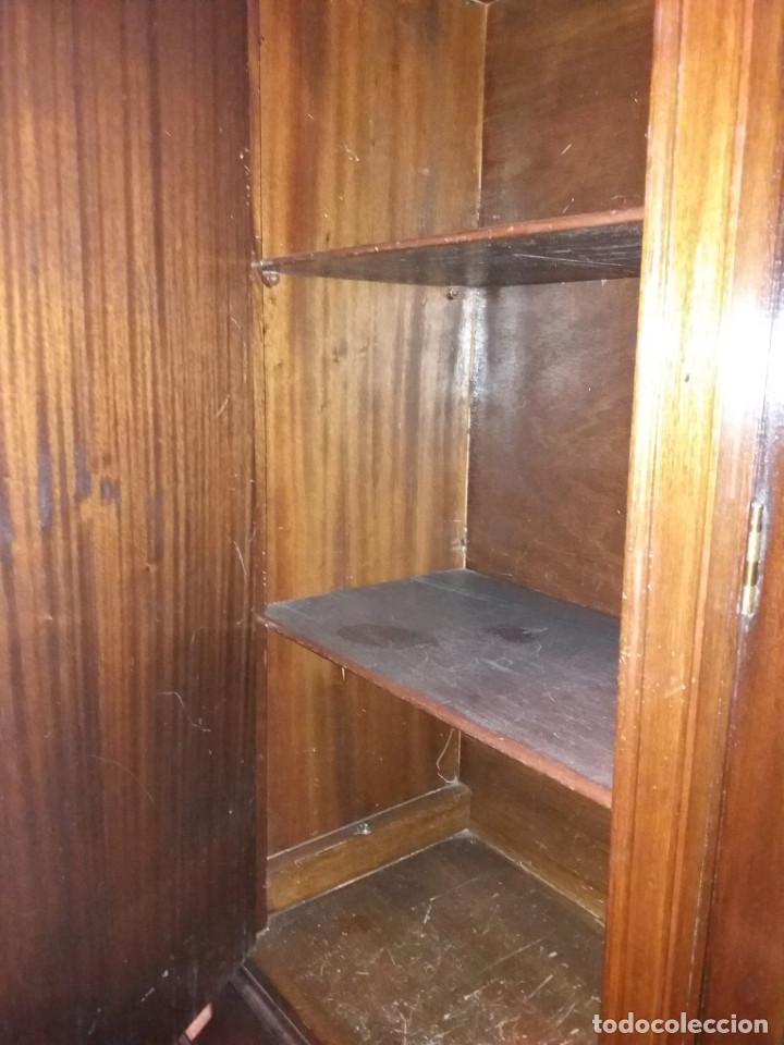 Antigüedades: mueble de salon con mucho bronce - Foto 5 - 111427971