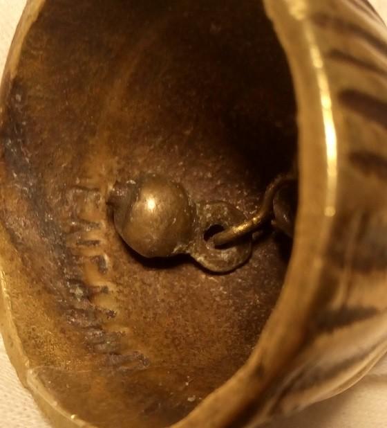 Antigüedades: BONITA Y ANTIGUA CAMPANILLA DE UNA NIÑA CON TRAJE TRADICIONAL DE INGLATERRA EN BRONCE MACIZO - Foto 3 - 111454632