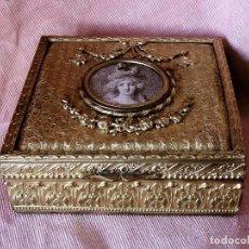 Antigüedades: CAJITA JOYERO DE BRONCE DORADO SIGLO XIX. Lote 111464007