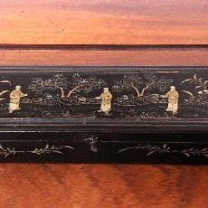 Antigüedades: CAJA CHINA PARA ABANICO LACADA. SIGLO XIX. Lote 111504679