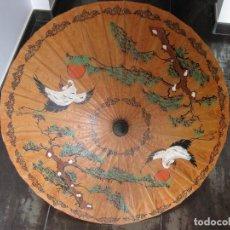 Antigüedades: SOMBRILLA CHINA DE BAMBU Y PAPEL. Lote 111515139