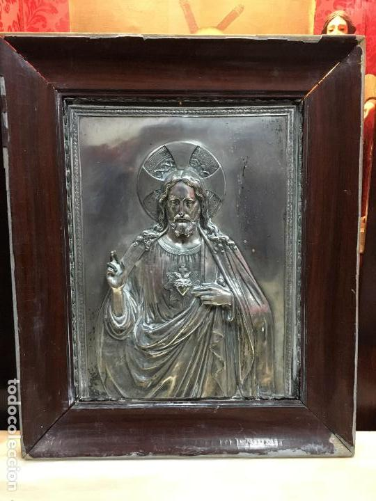 ANTIGUO PLAFON DE METAL SAGRADO CORAZON DE JESUS - MEDIDA MARCO 65X53 CM - RELIGIOSO (Antigüedades - Religiosas - Varios)