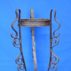Antigüedades: MACETERO ANTIGUO DE FORJA.. Lote 111537191