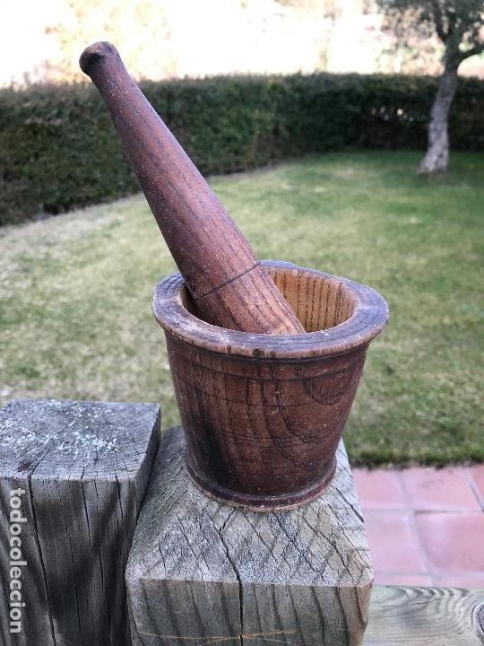 ETNOGRAFIA, MORTERO MADERA, RARA MANO (Antigüedades - Técnicas - Rústicas - Utensilios del Hogar)