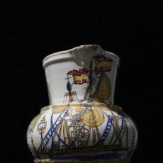 Antigüedades: JARRA DE MANISES. SIGLO XIX, DECORADA CON UN BARCO Y BANDERAS. Lote 111573603