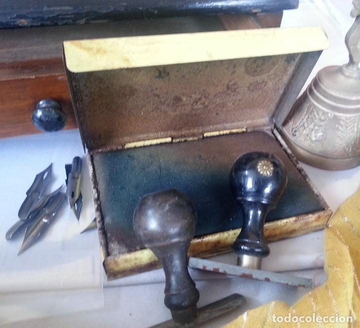 Antigüedades: Escribanía en madera. Conjunto de escribanía de los años 60. Con complementos. - Foto 6 - 111579467
