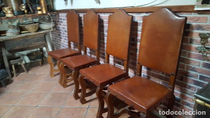 Antigüedades: Conjunto de 8 sillas de cuero legítimo y madera de castaño - Foto 2 - 111595323