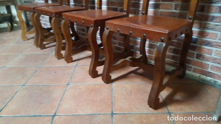 Antigüedades: Conjunto de 8 sillas de cuero legítimo y madera de castaño - Foto 3 - 111595323