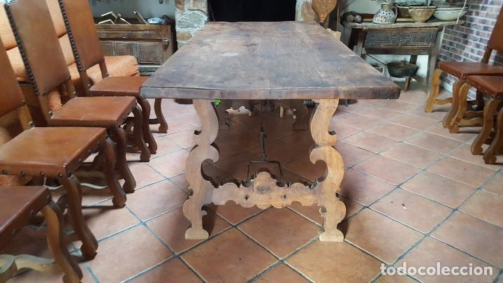 Antigüedades: Conjunto de 8 sillas de cuero legítimo y madera de castaño - Foto 5 - 111595323