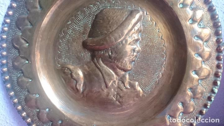 ANTIGUO PLATO COBRE REPUJADO SANCHO PANZA (Antigüedades - Hogar y Decoración - Platos Antiguos)