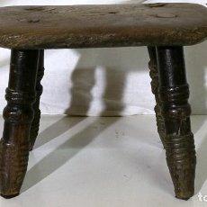 Antigüedades: BANQUETE TABURETE MUY ANTIGUO Y DE NIÑO POR LAS MEDIDAS. Lote 111662759