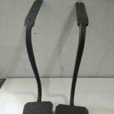 Antigüedades: ESTRIBO DE CARRETA EN FORJA. Lote 111672103