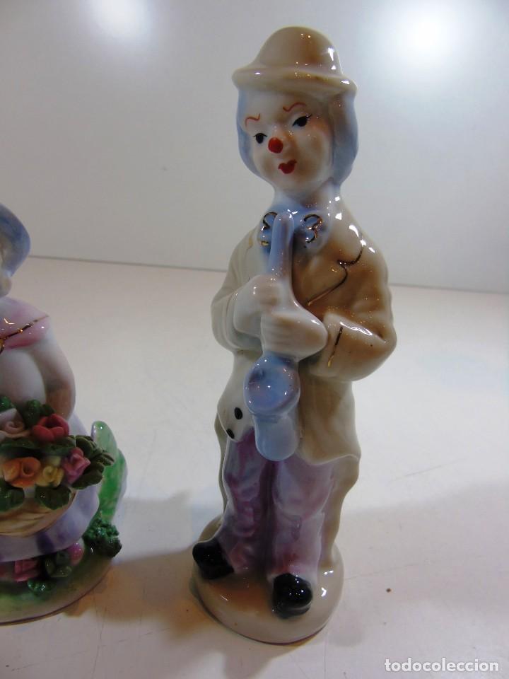 Antigüedades: Lote de dos figuritas de porcelana una niña y un payasito - Foto 3 - 111674487