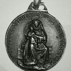 Antigüedades: ESCAPULARIO VIRGEN DE LAS NIEVES Y SAN BERNARDO EN PLATA DE LEY MACIZO - 32MM. Lote 111719483