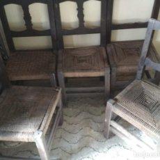 Antigüedades: JUEGO DE 5 SILLAS ANTIGUAS DE MADERA Y ESPARTO, SIGLO XIX. Lote 111739559