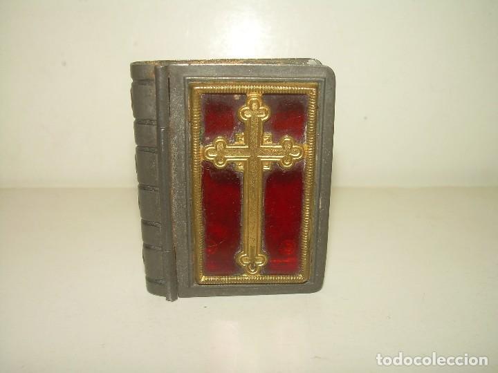 ANTIGUA CAJITA RELIGIOSA PARA PORTAR RELIQUIA. (Antigüedades - Religiosas - Varios)