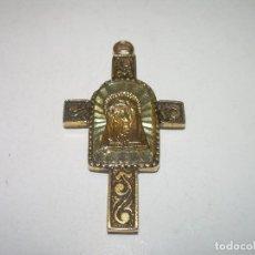 Antigüedades: ANTIGUA CRUZ METALICA DORADA.. Lote 111792587