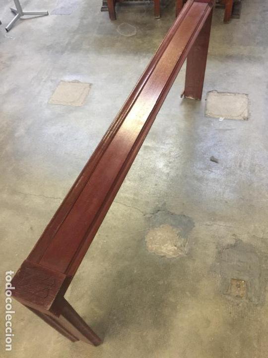 Antigüedades: Antigua GALERIA para colgar las cortinas o CORTINERO, en MADERA DE CAOBA. Ver medidas. Leer mas.. - Foto 3 - 111795407
