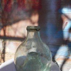 Antigüedades: ANTIGUA BOTELLA ATRAPA INSECTOS, CRISTAL SOPLADO VERDE. Lote 111842343