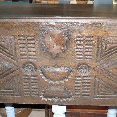 Antigüedades: ANTIGUO ARCON NOGAL RESTAURADO,BONITA PIEZA, 1,39 X 46 X 47, VER FOTOS. Lote 111861195