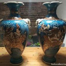 Antigüedades: EXTRAORDINARIA PAREJA DE JARRONES JAPONESES FIRMADOS CIRCA 1900. Lote 111869435