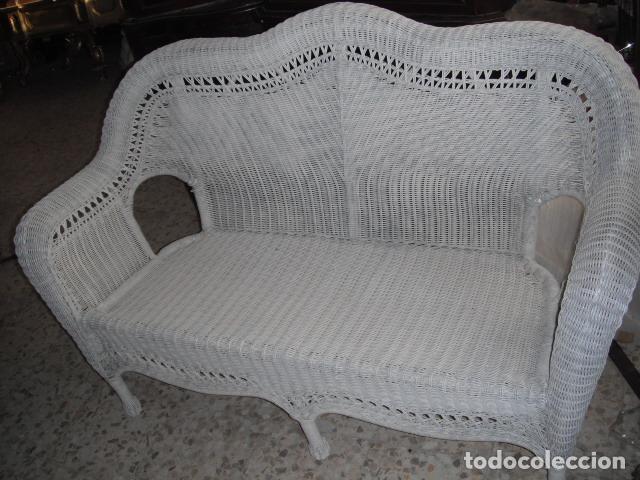 SOFA DE MIMBRE PINTADO EN BLANCO (Antigüedades - Muebles Antiguos - Sofás Antiguos)