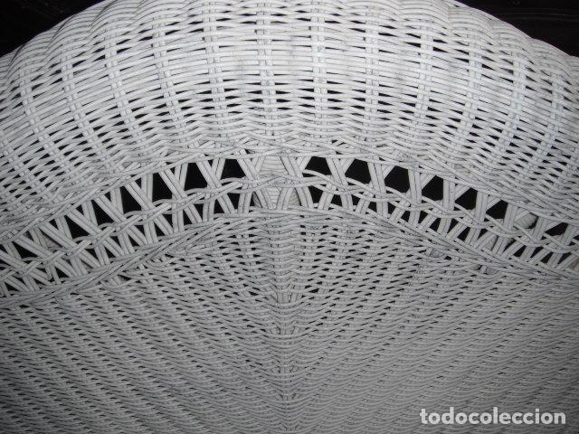 Antigüedades: SOFA DE MIMBRE PINTADO EN BLANCO - Foto 2 - 111901027