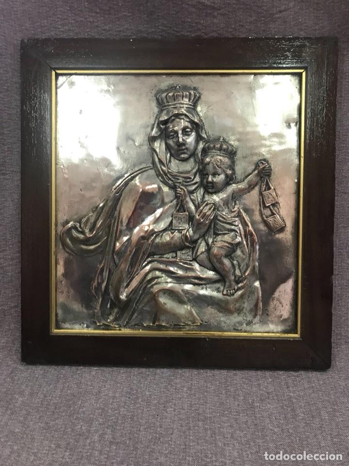 FANTÁSTICO CUADRO DE LA VIRGEN DEL CARMEN FABRICADO EN BRONCE CON BAÑO DE PLATA VINTAGE AÑOS 60 (Antigüedades - Religiosas - Orfebrería Antigua)