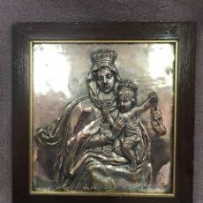 Antigüedades: FANTÁSTICO CUADRO DE LA VIRGEN DEL CARMEN FABRICADO EN BRONCE CON BAÑO DE PLATA VINTAGE AÑOS 60. Lote 111901543